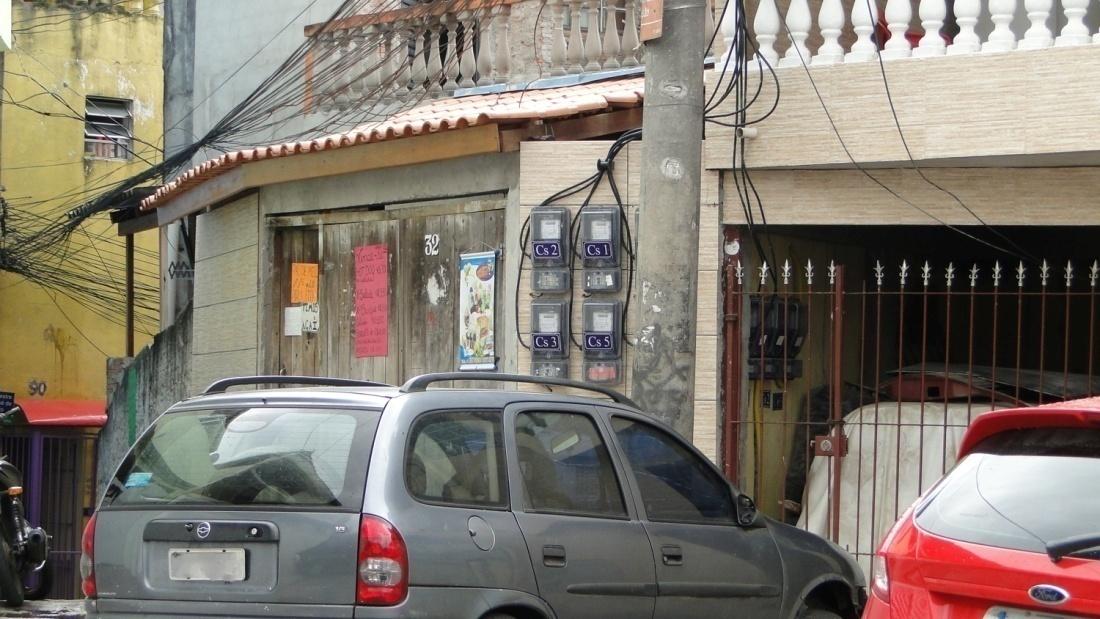 Medidores e numeração das casas: vestígios de regularização na comunidadeCaixa D'Água.