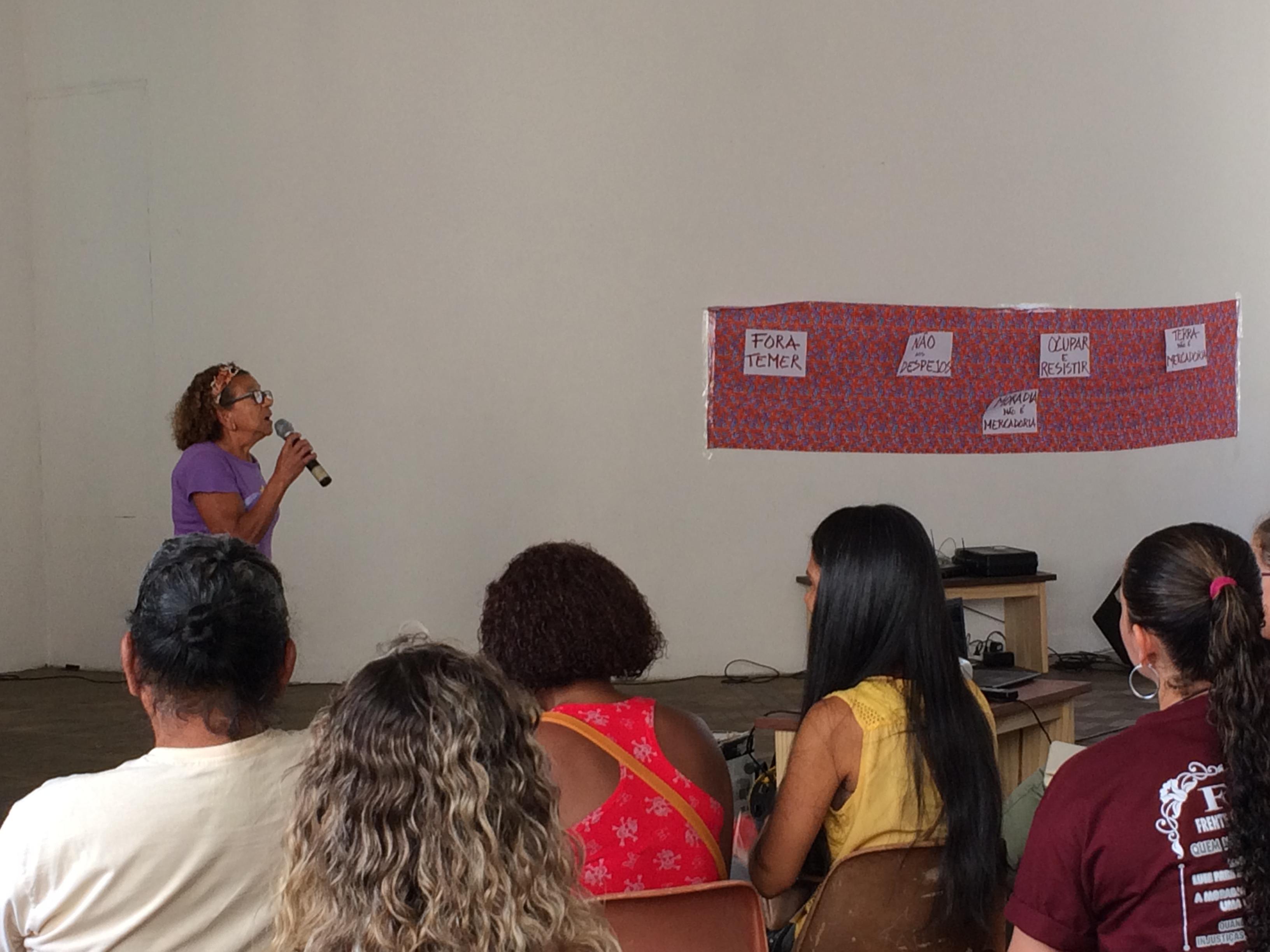 Fala de moradora e líder comunitária, representando uma comunidade atingida presente @Beatriz Nobumoto